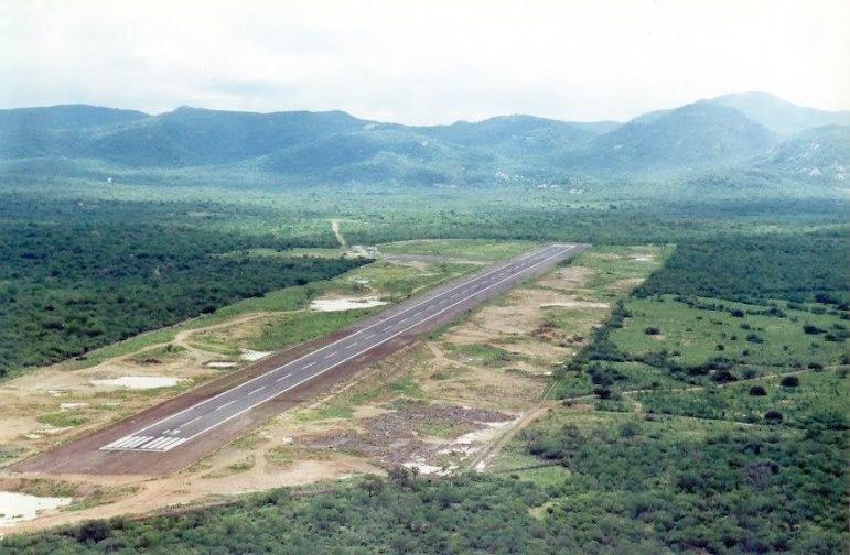 https://jaruweb.files.wordpress.com/2012/02/aeroporto2bde2bserra2btalhada2b252812529.jpg?w=300